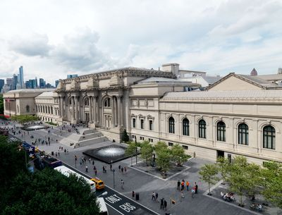 3. Met Museum Plaza_General View_Day